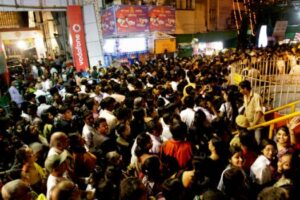 Durga pujo crowd